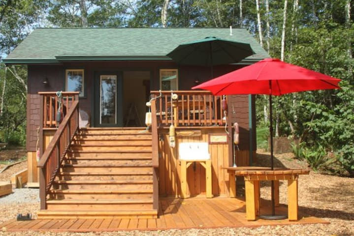 Scotty Point Cabin - New, Private, Views & Comfy!