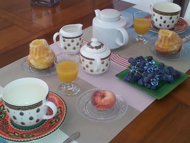 Chambre dans échoppe rénovée - Le Bouscat - Bed & Breakfast