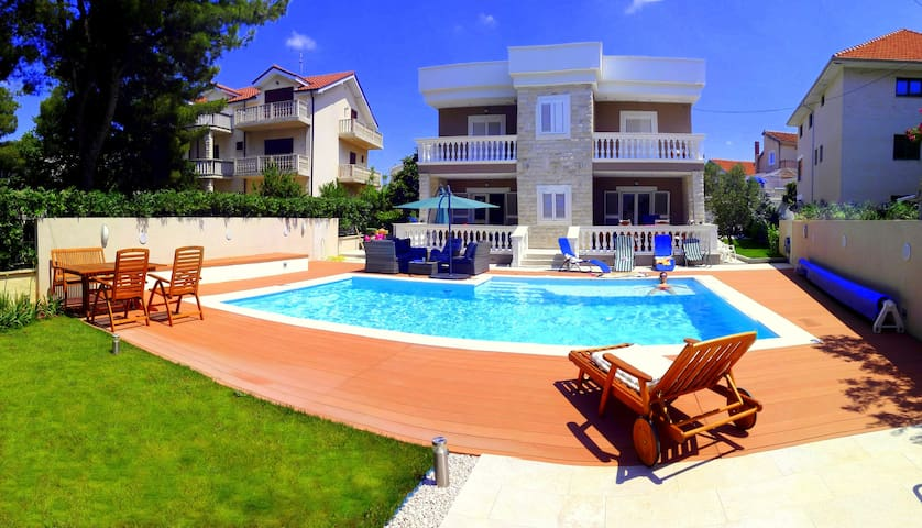 Pool Apartment - studio (2+1) - Vodice