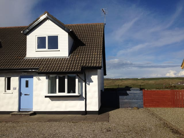 4* 2 Bedroom townhouse by the sea - Portballintrae - Rumah