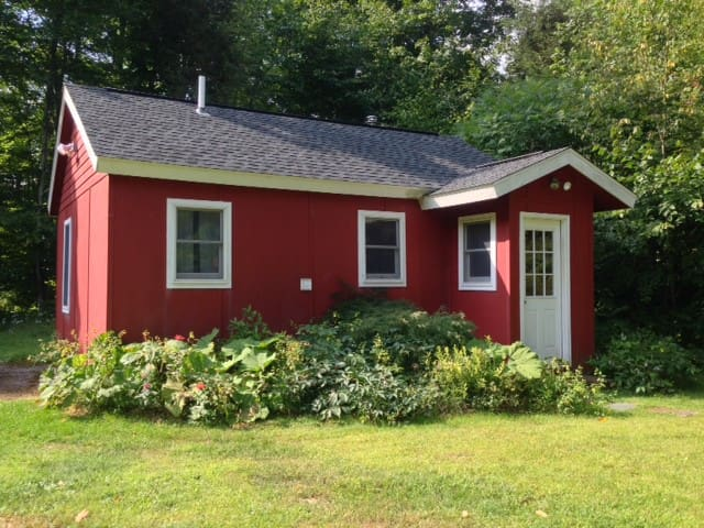 Little Red Guest Cottage - Lanesville - Talo