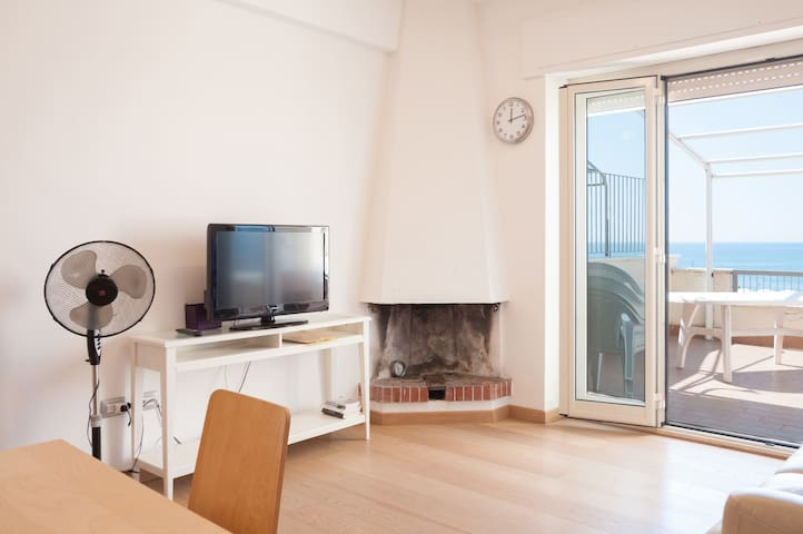 Overlooking the Sea - Lido di Tarquinia - Apartment