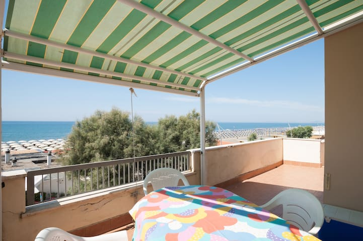 Overlooking the Sea - Lido di Tarquinia - Apartamento