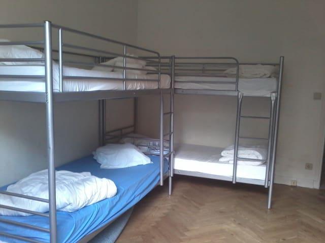 Chambre 3 avec 2 lits superposés