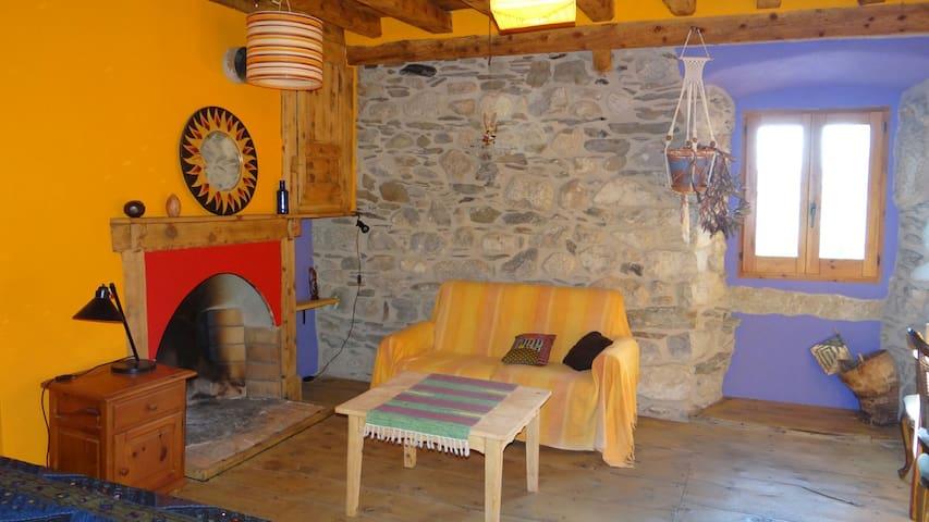 Habitacion rustica y muy acogedora - Latour-de-Carol - Hus