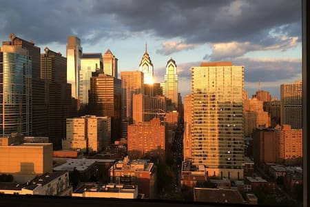 One Bedroom with Philadelphia Skyline Views