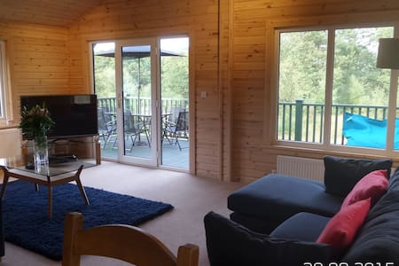 Lovely Forest Lodge with Hot Tub - Satterthwaite - 小木屋