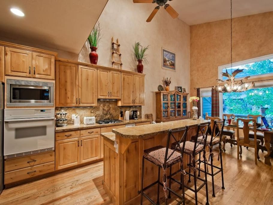 Very well equipped and modern kitchen with plenty of light
