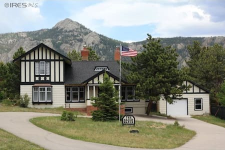 King size bed, bath/shower ensuite - Estes Park