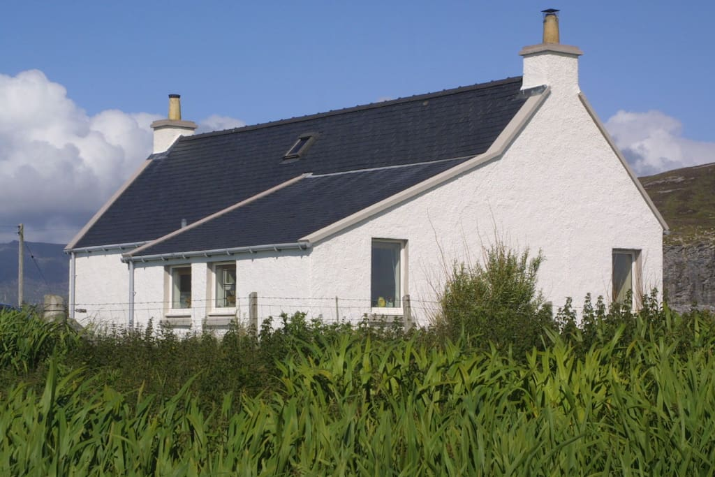 Eight Askernish is an authentic early 20thC Hebridean croft house.