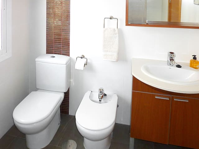 COMPLETE TOILET ROOM WITH EXTERIOR WINDOW