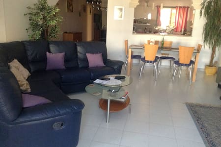 Dave. Situated in a quiet street, - Malta - Appartement