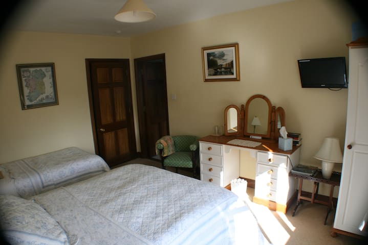 Double Room - Bunratty - Bed & Breakfast