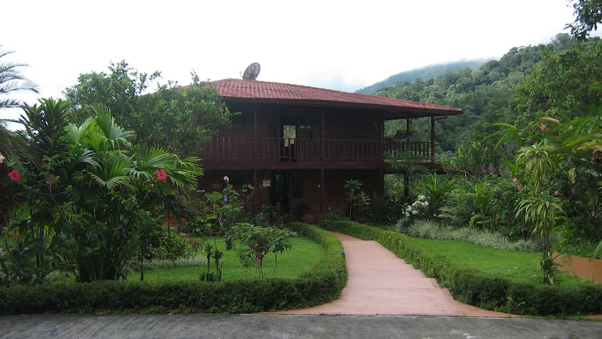 Highly Recommended!! Private Yet Central. - Guayabo - Bed & Breakfast