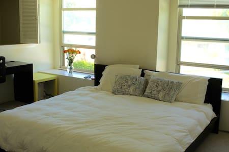 Next to Levis mstr bed/bath/garage - Santa Clara