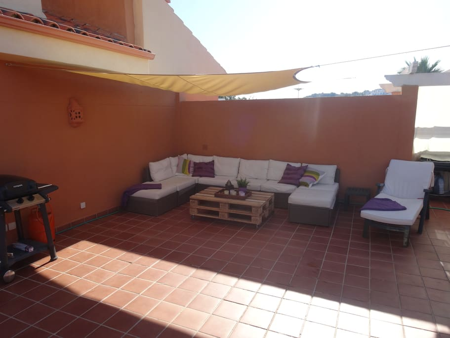 Big roof terrace with lounge and shower