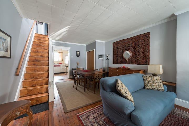 Vintage comfort: 2BR near downtown - Philadelphia - Huis