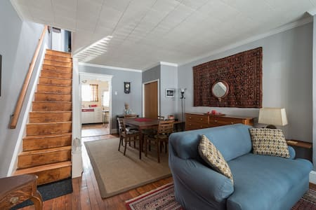 Vintage comfort: 2BR near downtown