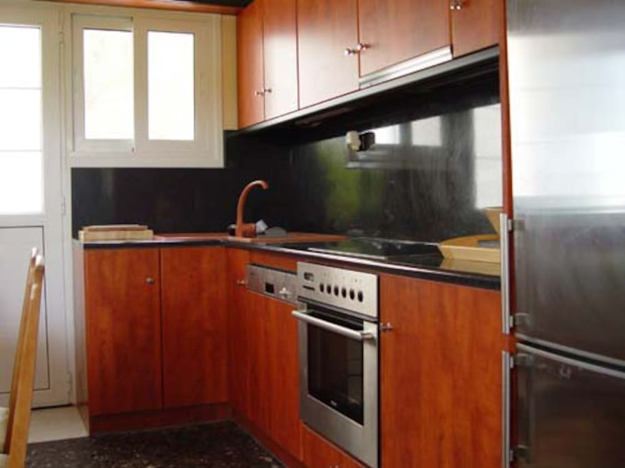Dishwasher, oven, stove top, refrigerator and microwave oven.