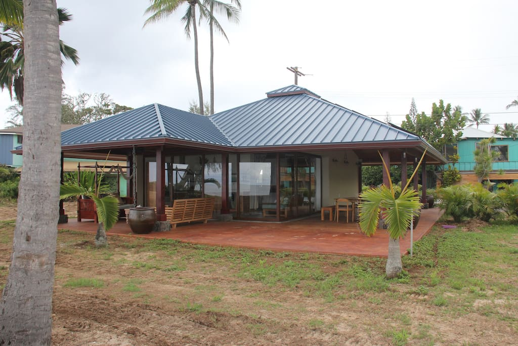 Luxurious Mokuleia Beachfront Cottage Bungalows for Rent