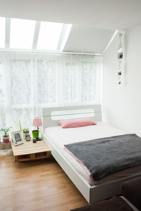 Gemütliches 140x200m Bett