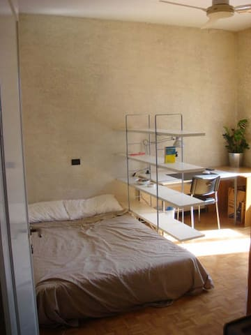 Room with A/C: 15' from Duomo and 10' from Navigli