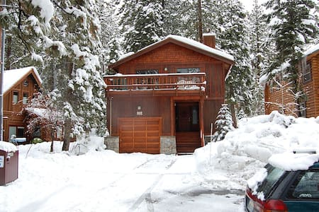 Agatam Lodge, 10 Min. to Ski, 1 Blk to Dine & Lake - Tahoe Vista - House