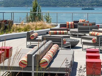 Luxury condo steps off the water!