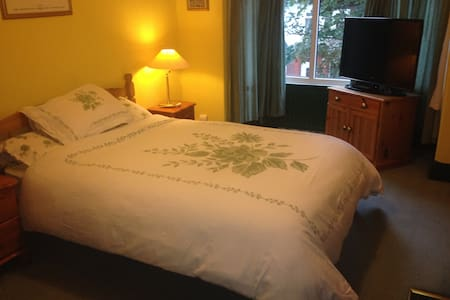 TV.Double private room quiet house - Saltburn-by-the-Sea