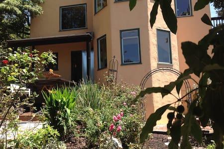 Berkeley Hills Getaway - Kensington