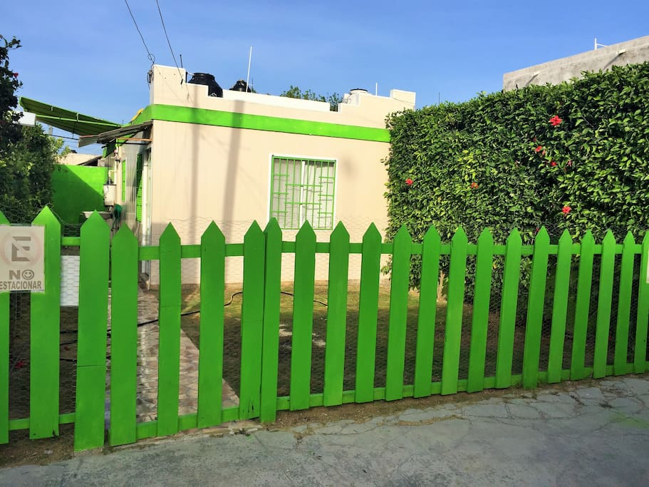 SAFE FRONT FENCE GATE