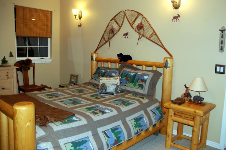 Ironman Guests stay in the Wyoming  Bedroom - Saint George - Bed & Breakfast