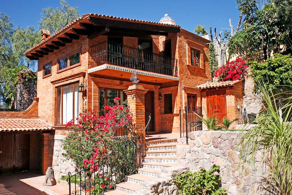 san miguel buddhist dating site Located high in the mountains of central mexico, san miguel de allende is a jewel of spanish colonial architecture a place of cobblestone streets and picturesque church domes, frozen in time.