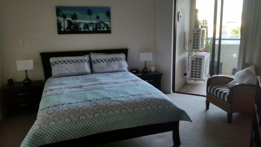 Comfy queen bed. with walkin robe & safe. entry to the Balcony.