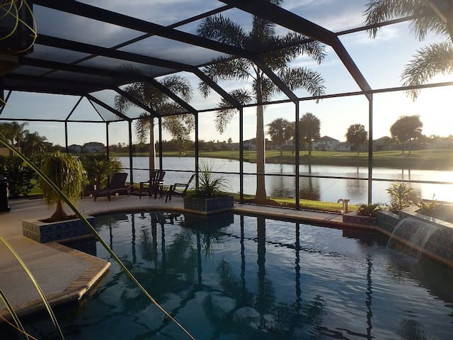 Villa with Extraordinary Lakeview - Bradenton - Casa