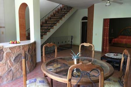 Agradable casa con bonita vista - Jocotepec