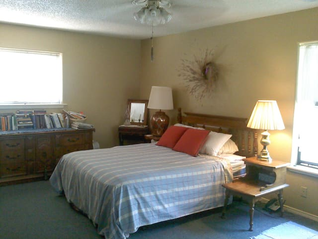 Welcoming room in Piñon country - Ruidoso Downs - Rumah