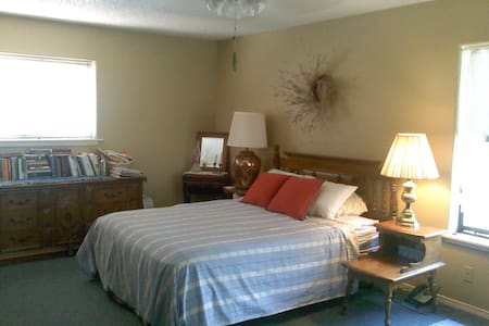 Welcoming room in Piñon country - Ruidoso Downs - Dom