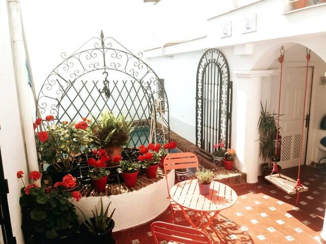 Stunning suite, pool, breakfast near Gibraltar
