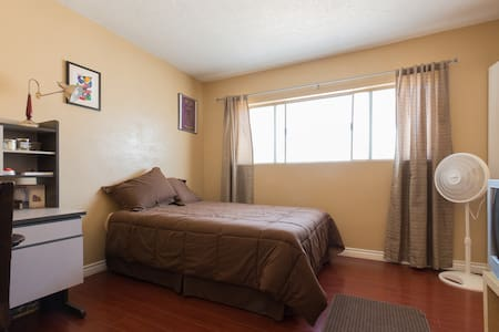Bright and cozy room near LAX - Reihenhaus