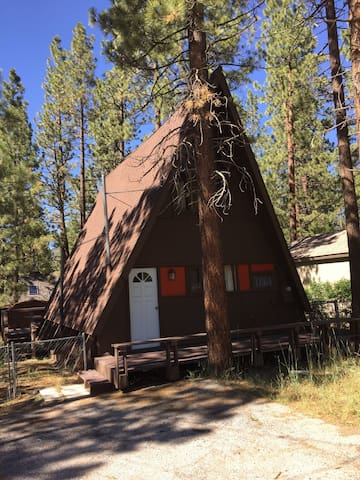 "Mid-Century Chic ""A-Frame"" Cabin - Big Bear - House"