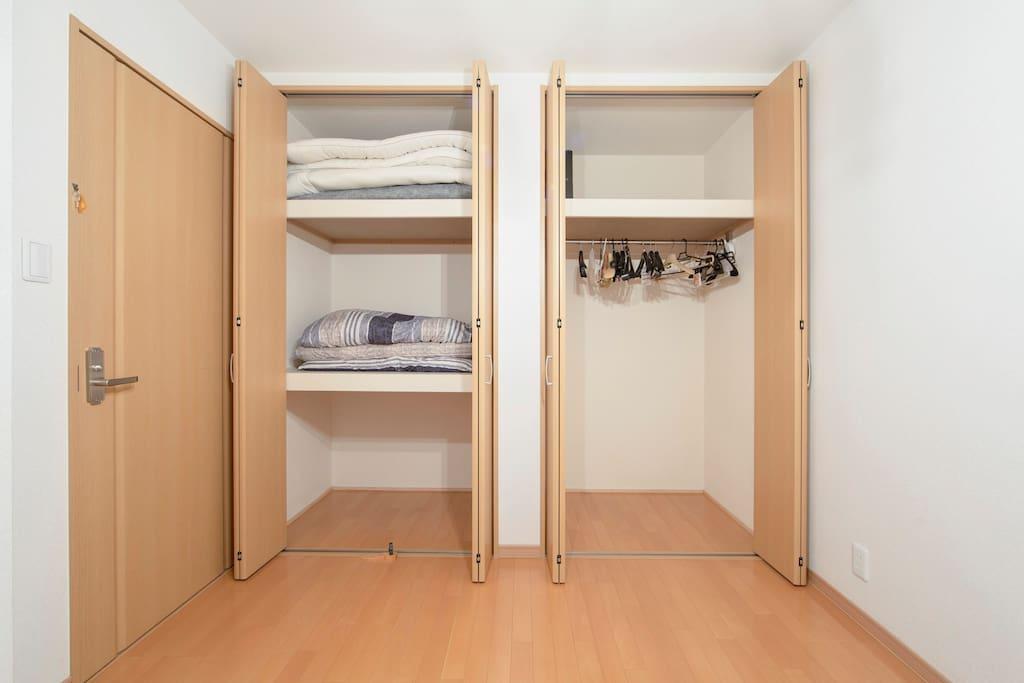Wide-Closet