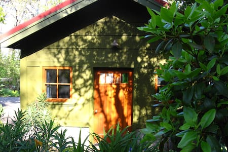 Beautiful Eugene Cottage Studio$65-70/night   winter rates per calendar Very private, studio cottage in town but you feel like you are in the country, very quiet neighborhood, cottage surrounded by lush gardens, This cottage accommodates two people