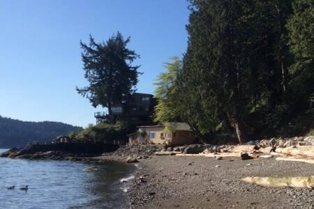 Wonderful Coastal Cottage - Gibsons