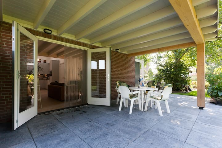 Den Achterhof/Ruim vakantiehuisje - Uden - ที่พักพร้อมอาหารเช้า