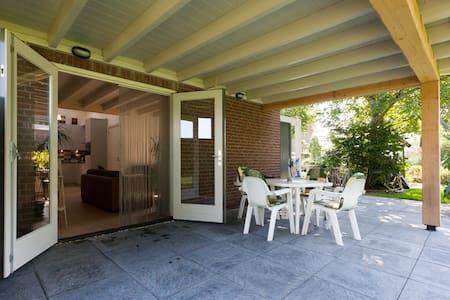 Den Achterhof/Ruim vakantiehuisje - Uden