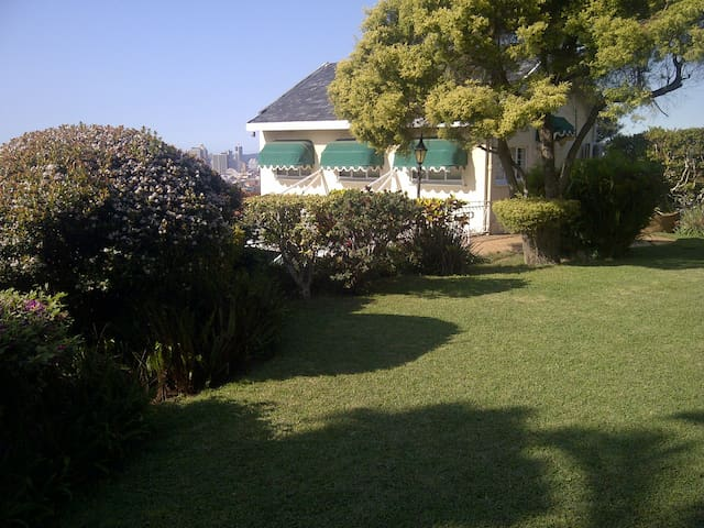 Detached, spacious and secure cottage on Berea - Durban - Apartment