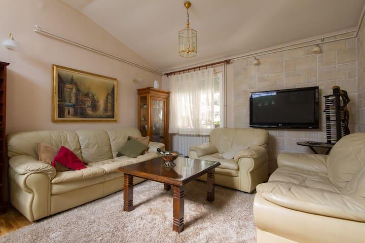 Charming,  duplex apartment!