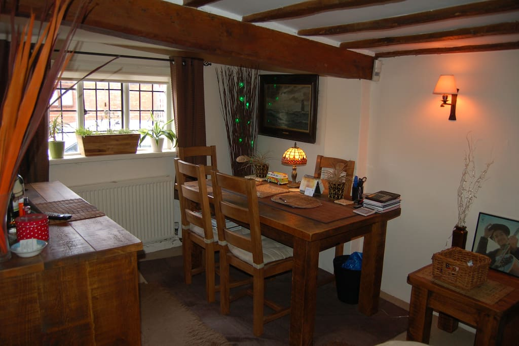 Fourpenny Cottage dining