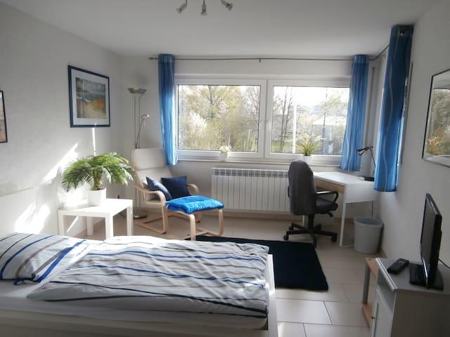 Helles Einzelzimmer in ruhiger Lage - Ostfildern - Casa